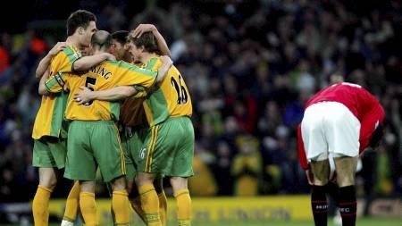 ENGANGSTILFELLE: Norwichs seier mot Ruud van Nistelrooy og Manchester   United i 2005 er de kanarigules eneste i Premier League-historien. (Foto:   DAVID BEBBER/AFP)
