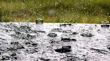 Det blir en skikkelig våt slutt på uken! (Foto: Scanpix)