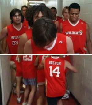 SPØK: På spøk stilte Zac Efron og de andre gutta i «High School Musical 3» opp til opptak uten bukser på.