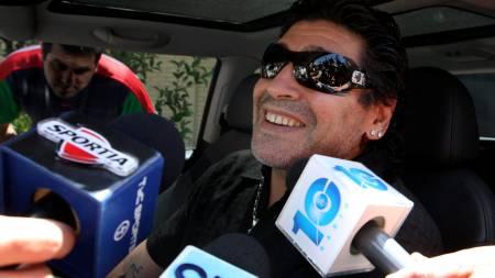 BRYR SEG IKKE: Kritikken preller av Maradona.  (Foto: Fernanda Corbani/AP)