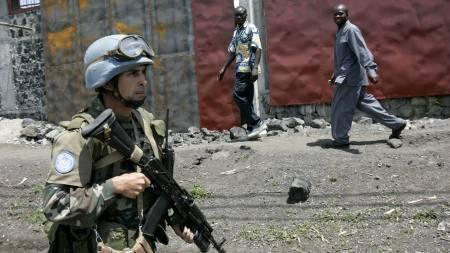 FN-soldater patruljerte lørdag gatene i Goma.  (Foto: KAREL PRINSLOO/AP)