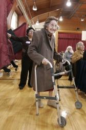 92 år gamle Sylvia Visconti har akkurat avgitt sin stemme i   Cliffside Park, New Jersey. (Foto: SCANPIX)