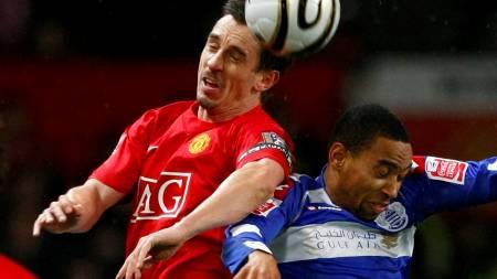 Gary Neville (Manchester United), Dexter Blackstock (QPR)  (Foto: PHIL NOBLE/REUTERS)