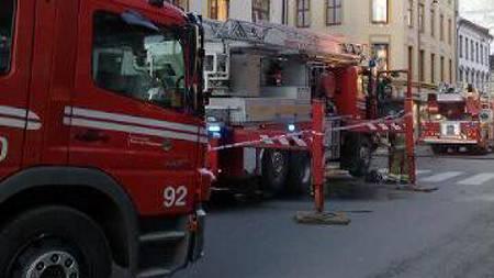 Store brannmanskaper rykket ut etter melding om brann i Oslo sentrum. (Foto: Cathrine Fossum/TV 2)