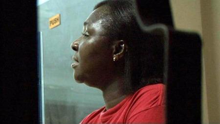 Koordinator Anna Antwi i ActionAid Ghana frykter for lokalbefolkningen.   (Foto: Kåre Breivik / TV 2)