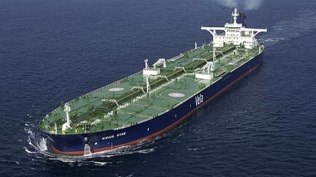 KAPRET AV PIRATER: Supertankeren Sirius Star ble kapret i midten av november, og holdes fremdeles i piratenes varetekt.