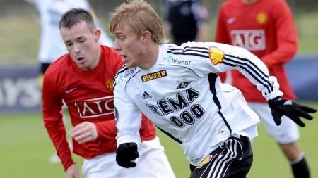 Rosenborgs Per Ciljan Skjelbred i aksjon i treningskampen mellom reservelaget til Manchester United og Rosenborg  (Foto: Allen, Steve/SCANPIX)