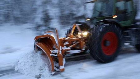 snøplog snø vei kaos bil (Foto: Reuters)