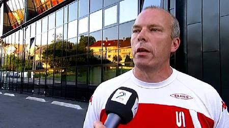 - UHOLDBAR OPPFØRSEL: Roald Bruun-Hanssen slår fast at Brann kommer til å sende rapport på Kjetil Rekdal.  (Foto: TV 2/)