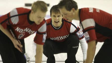 MEDALJEFAVORITTER: Thomas Ulsrud og lagkameratene går for medalje i OL. (Foto: MICHAELA REHLE/SCANPIX)