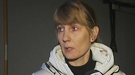Torill Mentzoni angrer på at hun sto opp tirsdag morgen og fikk oppleve dramatikken rett utenfor sitt eget stuevindu. (Foto: TV 2)