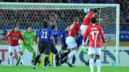 BRUKTE HODET: Cristiano Ronaldo scoret endelig igjen for United.  (Foto: TORU YAMANAKA/AFP)