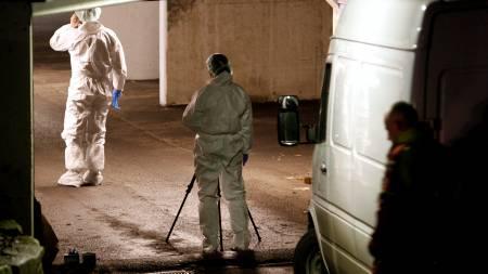 Politiet jobber på stedet hvor en 43 år gammel mann ble funnet knivstukket torsdag.  (Foto: Aas, Erlend/SCANPIX)