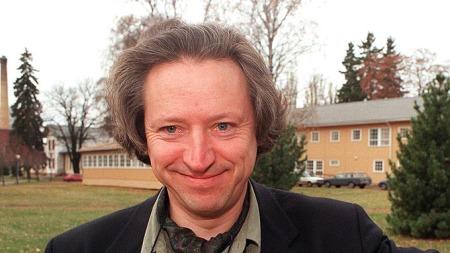 Nevrolog Nils Olav Aanonsen mener Henrik Wergelands liv bar tydelige tekn på psykiske lidelser. (Foto: Sverre Houmb, ©NTB)