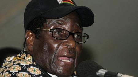 Robert Mugabe og hans regjering har fortsatt et anstrengt forhold   til Storbritannia, og skylder på britene for koleraepidemi. (Foto: SCANPIX,   ©PB/CN )