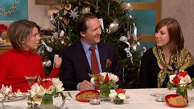 Jon Bertelsen (midten) har to koner - Annika (til. v) og Suzanne (til h.). På God Morgen, Norge 2. juledag fortalte de om hvordan juletreet skapte problemer i hjemmet i fjor. (Foto: TV 2)