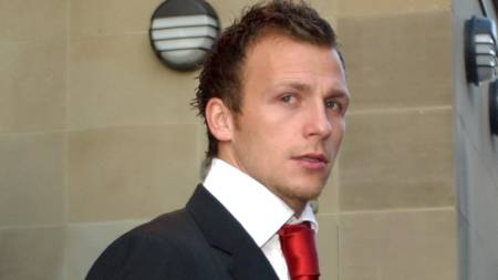 Leeds United and England player Jody Morris leaves after his first appearance at Leeds Crown Court to answer charges of rape, Leeds, 17 December 2003.  (Foto: PAUL BARKER/AFP)