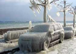 Underkjølt regn har glasert disse parkerte bilene. (Foto: Creative Commons)