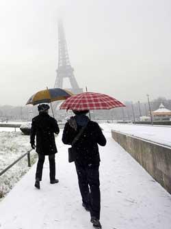 Også Paris har vinter. (Foto: Scanpix)