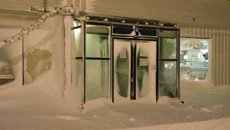 Folk i Finnmark oppfordres til å holde seg inne. (Foto: Inge   Wahl)