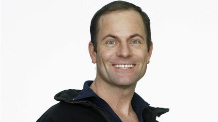 Reidar Helliesen er skikk og bruk-ekspert, men også kjent fra Skaperen på TV2 og reality-serien Fagerstrand.  (Foto: TV 2)