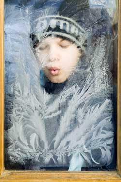 Frosten tegner flotte isroser på vinduene! (Foto: ATTILA BALAZS / Scanpix)