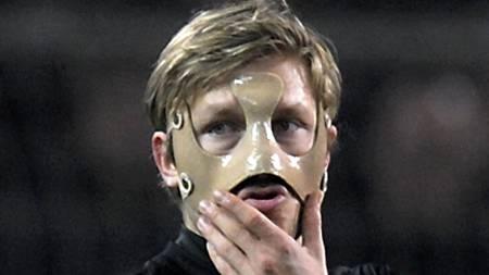 Dortmund's Polish midfielder Kuba who wears a protection mask  (Foto: SASCHA SCHUERMANN/AFP)