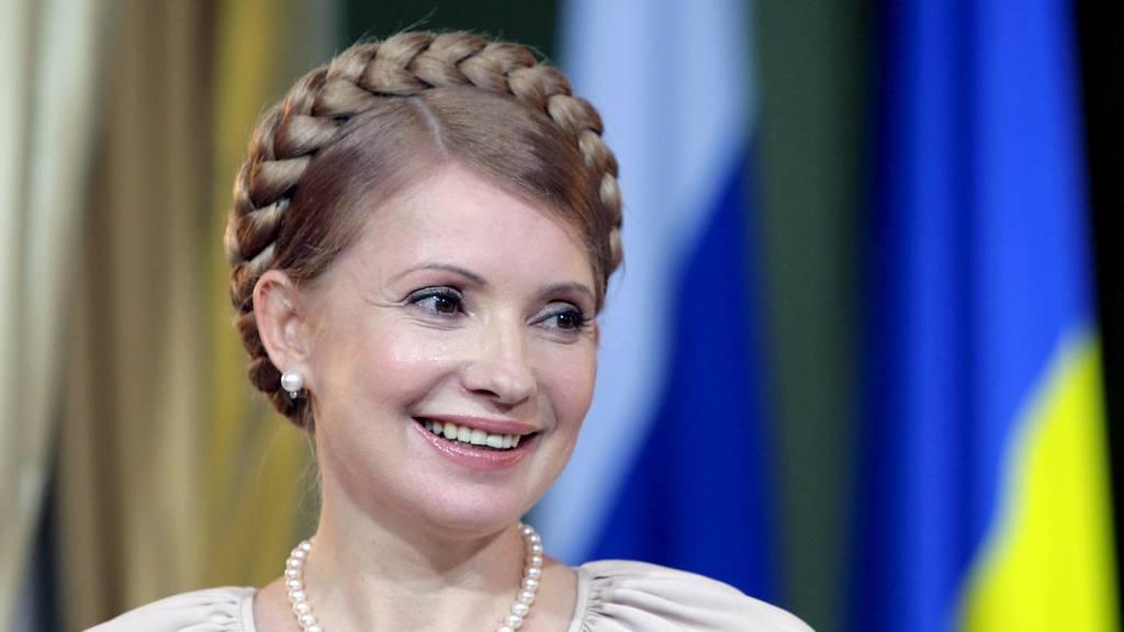 I FENGSEL: Ukrainas tidligere statsminister Julia Timosjenko sitter for tiden fengslet etter å ha blitt funnet skyldig i maktmisbruk. Nå kan hun også bli drapstiltalt. (Foto: YURI KOCHETKOV/EPA)