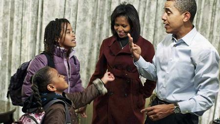 Obama familien før barna skal på skolen i Washinton for første gang. (Foto: Reuters)