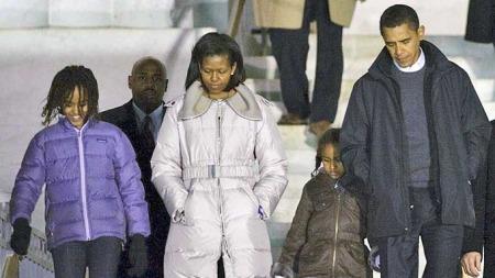 Obama familien på Lincoln memorial (Foto: AFP)