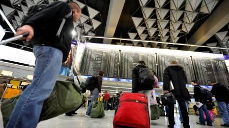 Lang ventetid på flyplassen i Frankfurt  (Foto: KAI PFAFFENBACH/REUTERS)
