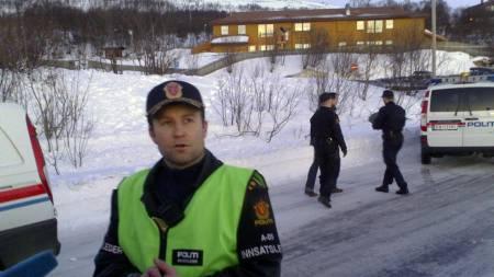 Innsatsleder Bård Mosli ved stedet hvor en kvinne er drept, mens en mann er livstruende skadet, etter en skyteepisode utenfor Slettaelva barneskole i Tromsø fredag morgen.  (Foto: Bertiniussen, Rune S./SCANPIX)