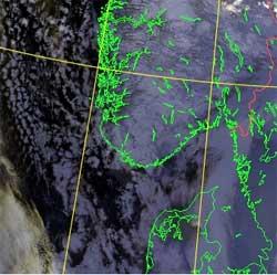 Bildet er tatt natt til torsdag. Uværet nede til venstre, på vei inn i Skagerak. (Foto: NOAA)