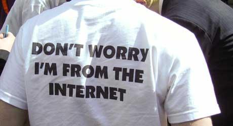 VITTIG: Internett er stappet med steder som selger artige t-skjorter.