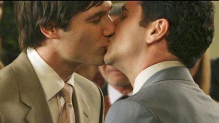 HOMSEBRYLLUP: Kevin og Scotty gir hverandre sitt   ja i sesongens siste «Brothers and Sisters» på TV 2.