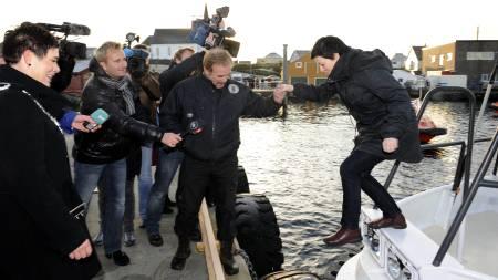 GALANT: Kurt Oddekalv ønsket fiskeriminister Helga Pedersen til Fedje i fjor.  (Foto: Hommedal .Marit/SCANPIX)