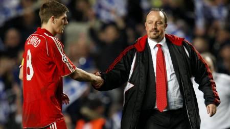 BYTTET UT GERRARD: Rafael Benitez får kritikk  (Foto: ADRIAN DENNIS/AFP)