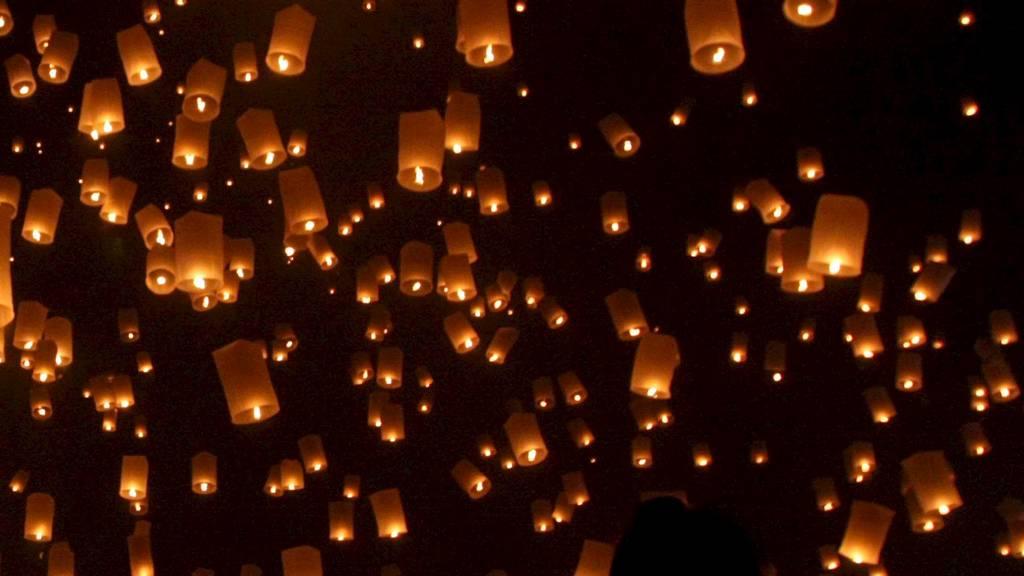 Thailandske lykter får skylden for mange UFO-observasjoner.  (Foto: PONGMANAT TASIRI/EPA)