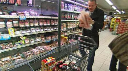 Klarer Pål Fredrik å bytte ut den fete maten med sunn mat?  (Foto: TV 2)