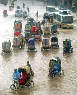 Konsekvensene vil bli ekstra store for landene rundt det Indiske hav. Som Bangladesh, et land som allerede sliter med oversvømmelser. (Foto: Mufty Munir / Scanpix)