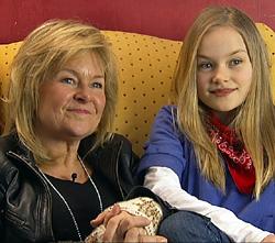 DATTER: Elisabeth Andreassen og Nora (11) synger sammen på plate.