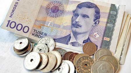 INGEN GJØR KRAV PÅ PENGENE: Politiet i Trondheim venter tålmodig på at noen skal hente pengene som ble funnet på gaten fredag. (Foto: Kallestad, Gorm)