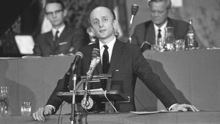Kåre Willoch blir valgt til ny formann på Høyres landsmøte 26. april 1970.  (Foto: Erik Thorberg/NTB/SCANPIX)