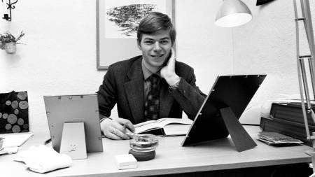 November 1972: Krf-politikeren Kjell Magne Bondevik er Norges yngste statssekretær, bare 25 år gammel. Han studerer teologi ved siden av jobben.  (Foto: Aage Storløkken / Aktuell/Scanpix)