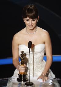 GLAD: Penelope Cruz fikk Oscar for beste kvinnelige birolle.