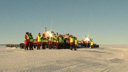 Etter to døgn med venting på grunn av uvær, kom endelig miljøpolitikerne fram til Antarktis. (Foto: TV 2)