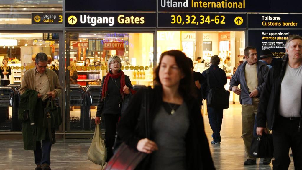 Bilde av duty free-butikken på Oslo lufthavn Gardermoen.  (Foto: Aas, Erlend/SCANPIX)
