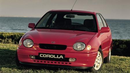 Toyota var dristige da de forsøkte seg med denne fronten i 1998. Deler av kundemassen mente den så ut som et insekt, og det gikk ikke lang tid før Toyota gikk tilbake til noe langt mer ordinært. Foto: Toyota