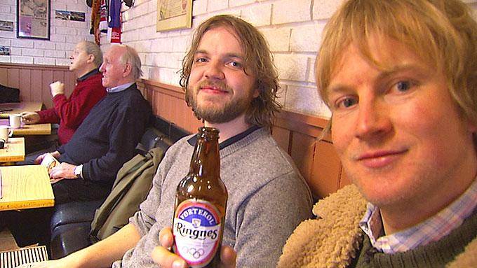 DE SMÅ TING: Nordmenn bosatt i utlandet savner så mangt - Øystein Greni tørster etter vørterøl.  ( ©TV 2)