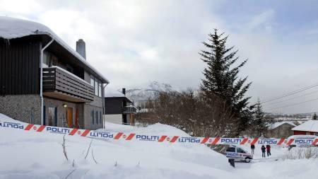 DREPT: I dette huset i Tomasjordvegen i Tromsdalen ble tre personer funnet drept søndag 23. mars. En 38 år gammel leieboer er pågrepet og siktet for drap.  (Foto: SCANPIX/SCANPIX)
